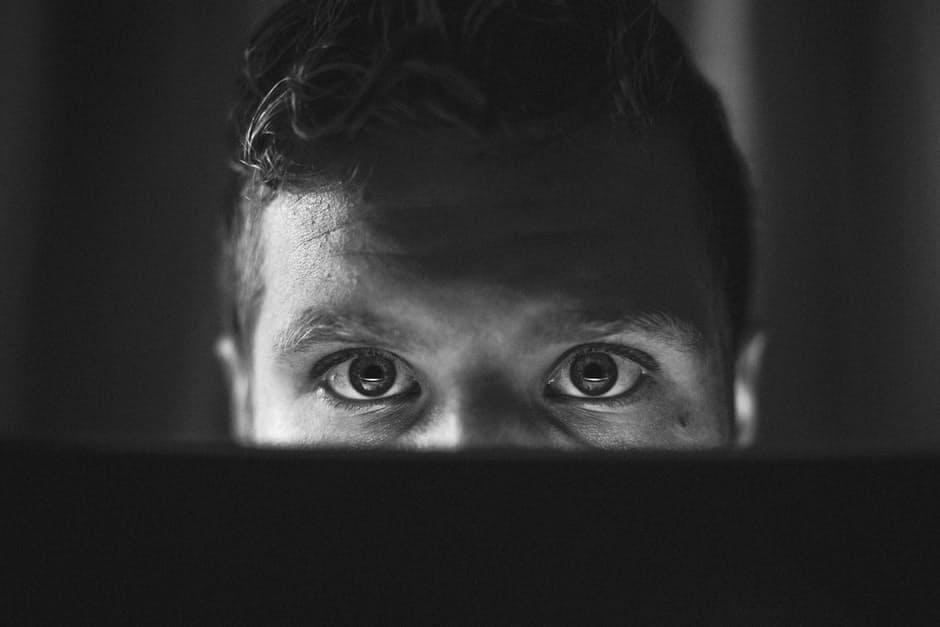 Monitorowanie negatywnych opinii o firmie