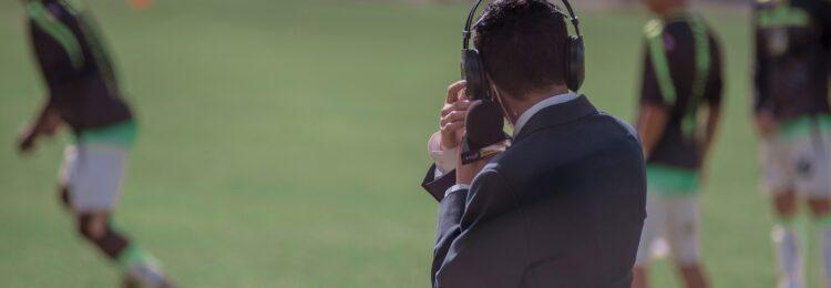 Komentarze sportowe i oceny filmów w wyszukiwarce – Google jako social media?