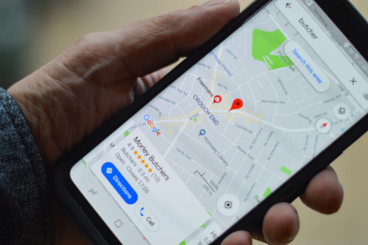 mobile phone showing a map with a 5-star rating from online reviews