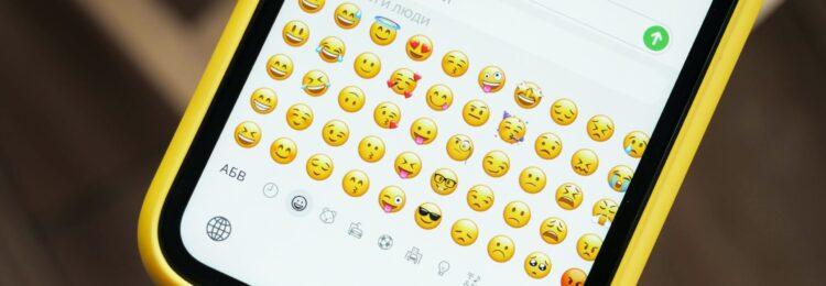 Wpływ emoji na SEO. Czy warto je stosować w SERPach?